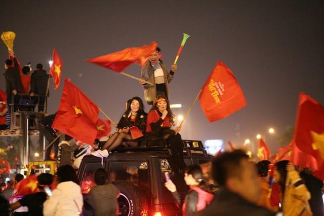 Cả Việt Nam chắc chắn đêm nay sẽ trở thành đêm của chiến thắng, của vui mừng và hạnh phúc vô bờ.