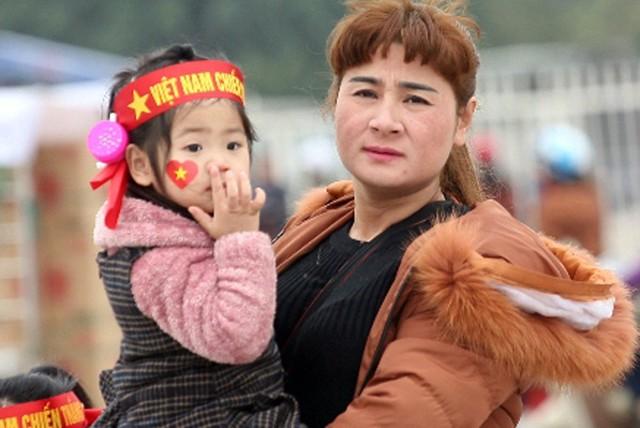 Rất nhiều em bé từ nhiều miền quê khác nhau được cha mẹ đưa lên Hà Nội từ sáng sớm.