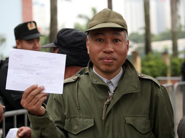 Mỗi thương binh cần phải mang theo giấy hẹn, thẻ thương binh hoặc thẻ căn cước công dân.