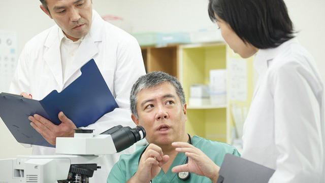 TS BS Daisuke Tachikawa đã dành gần 30 năm để nghiên cứu về bệnh ung thư và các phương pháp điều trị.