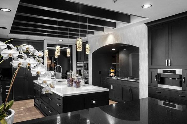 Ai bảo rằng không thể sử dụng màu đen để dùng cho không gian nhà bếp cơ chứ?