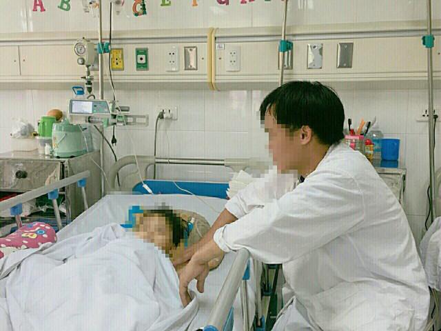 Sau 1 sang chấn mạnh bệnh nhân vẫn còn hoảng loạn nhưng hiện tại đã ăn uống được
