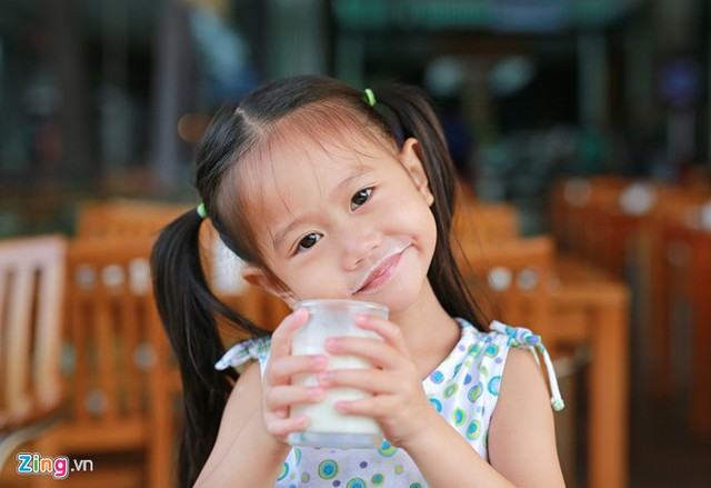 Đối tượng hướng tới của chương trình sữa học đường là trẻ mẫu giáo và học sinh tiểu học đang theo học tại các cơ sở giáo dục trên địa bàn tự nguyện tham gia. Ảnh: H.N.
