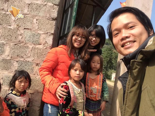 """Hoàng Hoa Trung cùng nhóm 'Tình nguyện Niêm tin"""" thực hiện nhiều Dự án thiện nguyện giúp đỡ trẻ em vùng cao. Ảnh: NVCC"""