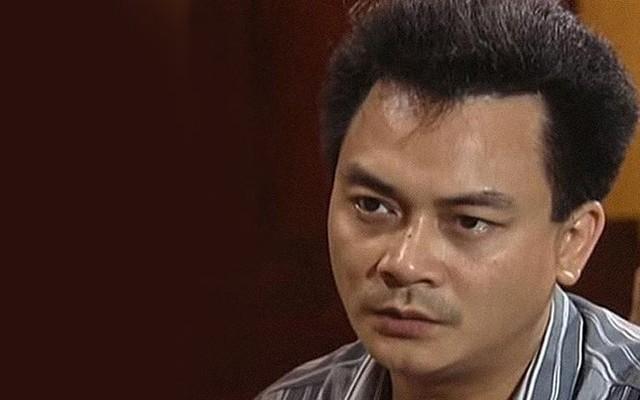 NSND Anh Tú sinh năm 1962, ông tốt nghiệp lớp diễn viên năm 1981 và là thế hệ diễn viên đầu tiên của Nhà hát Tuổi trẻ cùng với NSƯT Chí Trung, NSND Lê Khanh, NSƯT Minh Hằng...