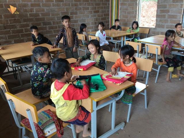 Các em học sinh trong lớp học mới tại điểm trường Nậm Vì, xã Chung Chải, huyện Mường Nhé (Điện Biên). Ảnh: NVCC