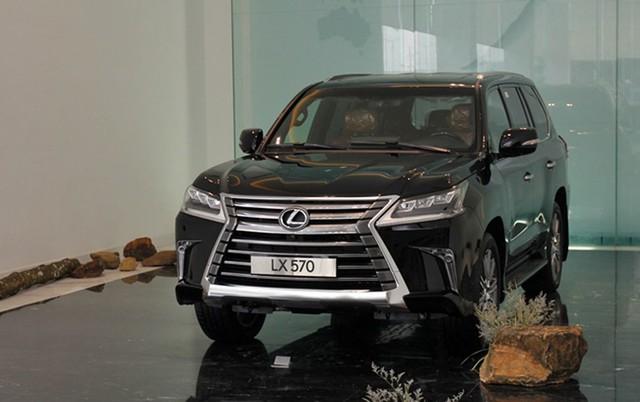 Lexus LX570 tăng giá bán 370 triệu đồng.