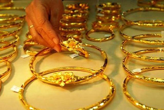 Giá vàng nhích nhẹ khi ở phiên cận cuối tuần với mức giá ghi nhận tại ngưỡng 36,33 – 36,43 triệu đồng/lượng. Tính trung bình trong tuần qua, mỗi lượng vàng trong nước điều chỉnh tăng giảm khoảng 70 nghìn đồng.