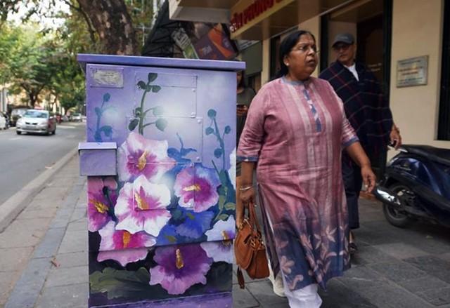 Chủ đề về các loài hoa được các nghệ sĩ triển khai nhiều hơn cả. Chủ yếu là các loài hoa mang đặc trưng của Hà Nội như phượng, bằng lăng, cúc họa mi...