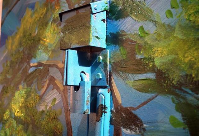 Ngay cả những ổ khóa mỗi bốt điện cũng được trang điểm thêm phần sinh động.