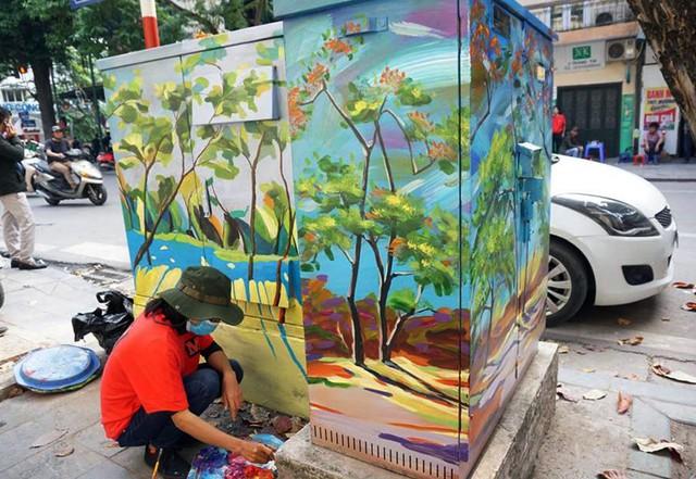 Để thực hiện dự án đã xin phép UBND quận Hoàn Kiếm, mục đích với mong muốn tô điểm cho toàn bộ những bốt điện từng bị ghẻ lạnh thêm thân thiện và sinh động.