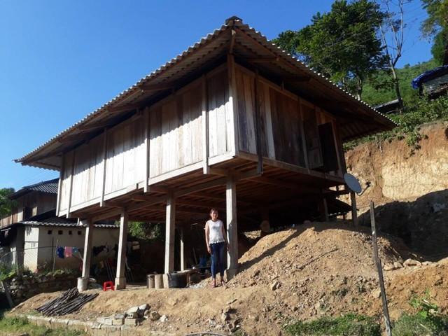 Một gia đình tại bản Na Hiên, xã Mường Chanh đã làm nhà ở địa điểm mới. Ảnh: H.Bình
