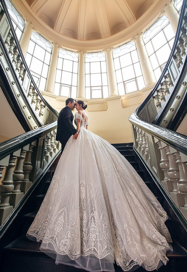 Võ Hạ Trâm và chồng sắp cưới gặp nhau trong một buổi tiệc tại TP.HCM năm ngoái. Anh là một doanh nhân người Ấn Độ lớn hơn cô 12 tuổi.