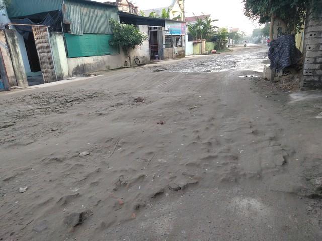 Tuyến đường qua khu phố Quang Thanh bị xuống cấp nghiêm trọng. ẢNh: N.Hưng