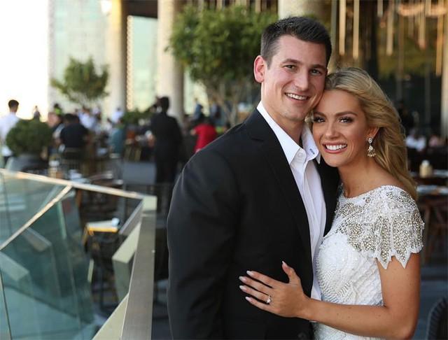 Sarah Ros Summers đăng ảnh đính hôn tại Bangkok, Thái Lan.