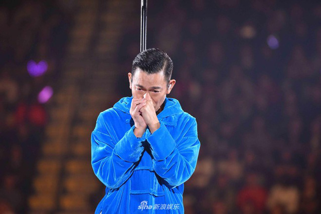 Lưu Đức Hoa mời khán giả hát cùng mình bài Nếu như có một ngày.