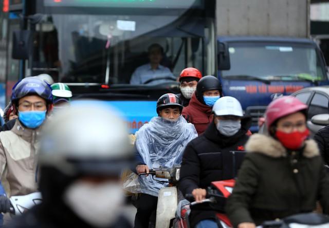 Trong khi đó, nhiều người ở các tỉnh lân cận như Hà Nam, Ninh Bình, Hải Dương lựa chọn phương tiện xe máy để di chuyển.