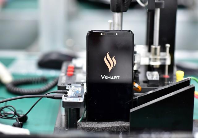 Hình ảnh rò rỉ chiếc Vsmart đầu tiên của tập đoàn sẽ ra mắt vào ngày 14/12 tới.