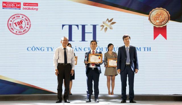 Đại diện tập đoàn TH nhận giải thưởng Tin và Dùng chiều 29.11