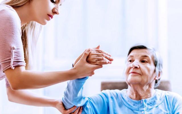 Người bị đột quỵ cần phục hồi chức năng lâu dài. Ảnh minh họa