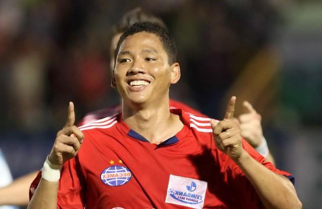 Anh Đức ghi bàn thắng mở tỉ số trong trận lượt đi Việt Nam - Philippines