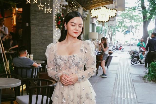 Phạm Quỳnh Anh tìm niềm vui trong cuộc sống bằng âm nhạc.