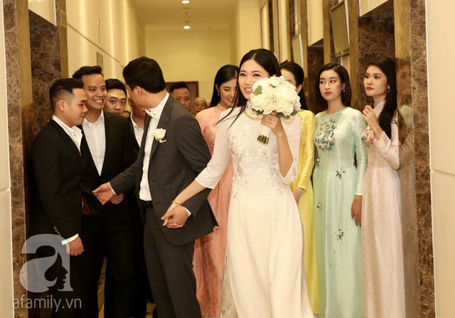Thanh Tú và chồng mới cưới.