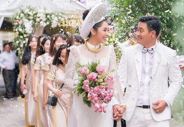 Ngày 26/11, lễ cưới của Hoa hậu Đại dương 2014 Đặng Thu Thảo cùng chồng là doanh nhân Phúc Thành được tổ chức tại Cần Thơ. Chồng Đặng Thu Thảo sinh năm 1990, hơn cô 5 tuổi, là một doanh nhân. Sau 3 năm hẹn hò, yêu xa, đôi uyên ương quyết định về chung một nhà.