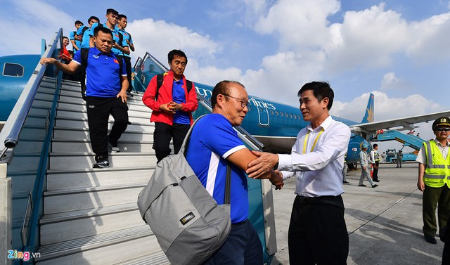 Chuyến bay duy nhất từ Bacolod về Hà Nội hôm nay mang số hiệu VN-9662 của hãng hàng không quốc gia Vietnam Airlines chở, hạ cánh lúc 14h10.