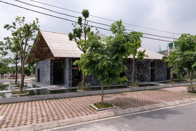 Công trình một trệt một lửng là một không gian mở phục vụ cho các hoạt động cộng đồng, văn hóa và nghệ thuật, không gian cà phê ở thị xã Đồng Văn, tỉnh Hà Nam.