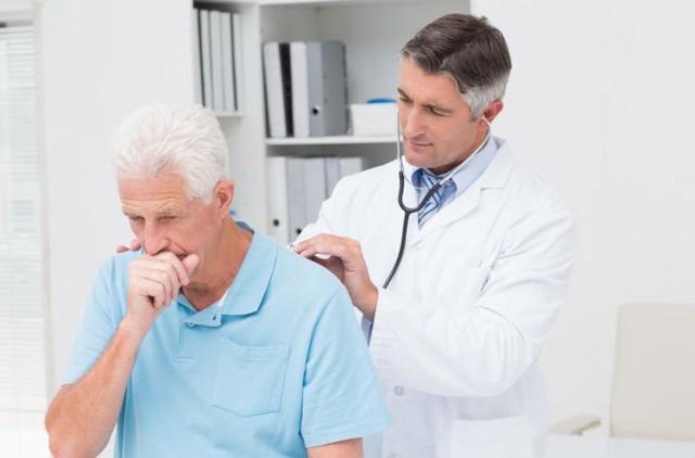 Khi mắc cúm dù không nhất thiết phải đến bệnh viện ngay ngày đầu, nhưng bệnh nhân và người thân khi thấy bệnh trở nặng thì phải đến các cơ sở y tế để có các thiết bị chẩn đoán, theo dõi được tốt hơn.