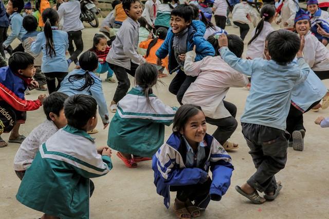 Giờ ra chơi của học sinh Tri Lễ 4 luôn rộn rã tiếng cười.