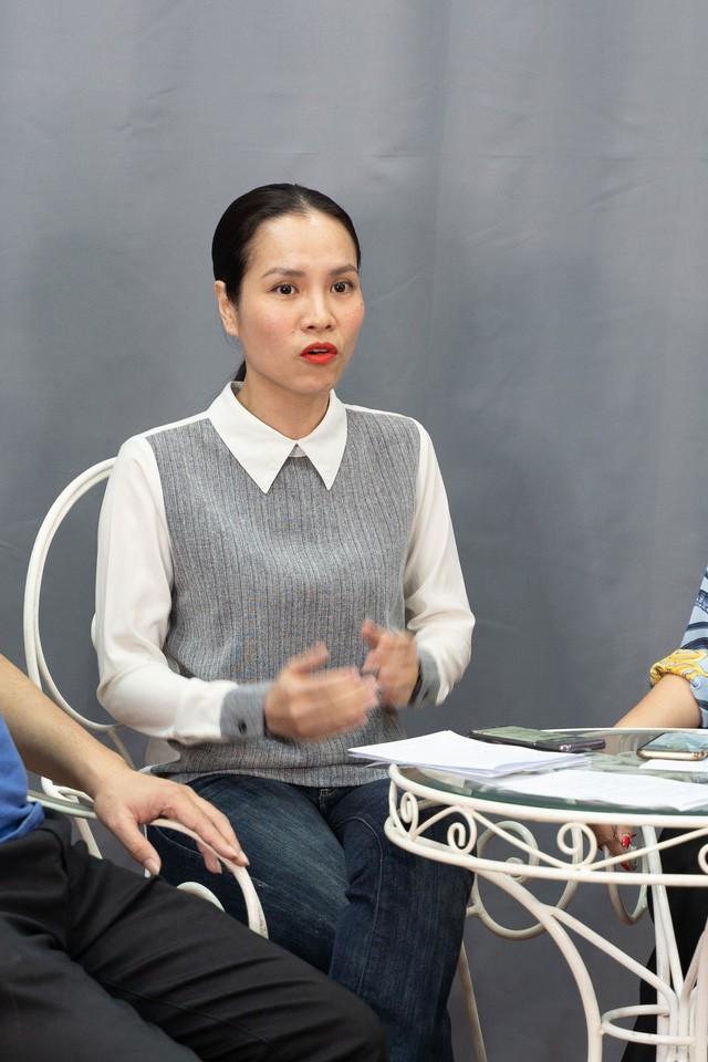 Hoàng Thu Trang, một trong những giám khảo chấm thi cũng lên tiếng ủng hộ Khánh Thi.