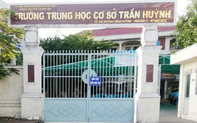 Trường THCS Trần Huỳnh, nơi nữ phụ huynh xúc phạm thầy giáo. Ảnh: Nhật Tân.