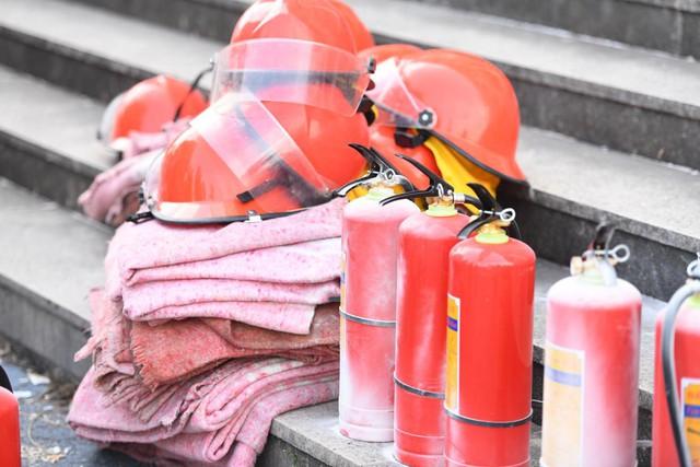 Bình cứu hoả được chuẩn bị kỹ càng tại sân vận động Mỹ Đình.