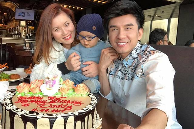 Năm ngoái, Đan Trường đón sinh nhật tuổi 41 bên bà xã và con trai.