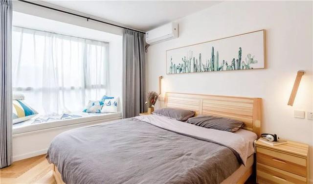 Thiết kế phòng ngủ chính đáp ứng nhu cầu ngủ nghỉ và lưu trữ. Đèn cạnh giường có thể xoay, rất dễ sử dụng. Ở phía bên phải giường là tủ quần áo. Phòng ngủ thứ 2 chủ yếu để lưu trữ, bên cạnh là bàn máy tính.