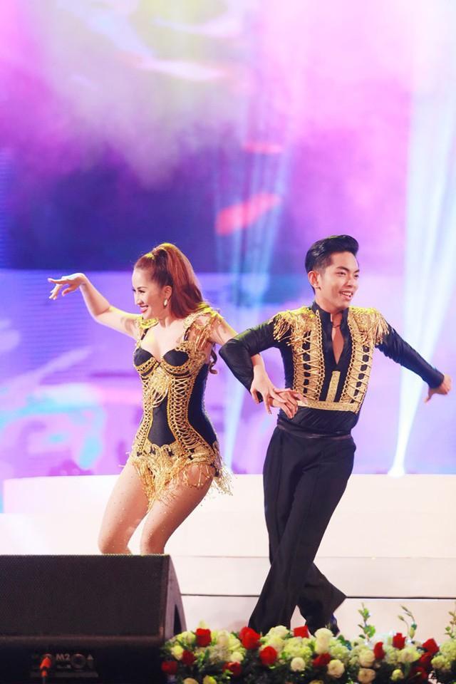 Khánh Thi quyết tâm bảo vệ vận động viên của mình tới cùng.
