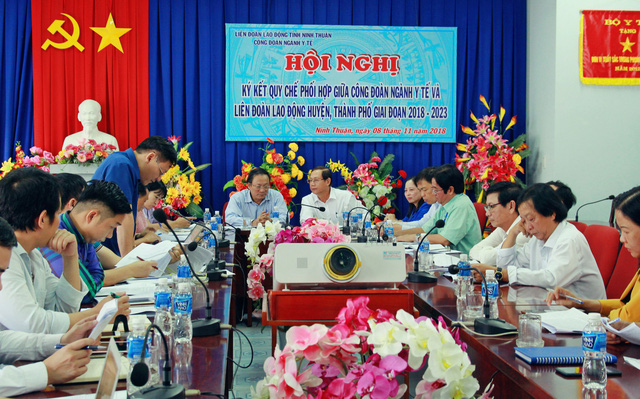 Đoàn công tác của Bộ Y tế do Tổng Cục trưởng Tổng Cục Dân số – Kế hoạch hóa gia đình Nguyễn Doãn Tú làm trưởng đoàn đã có buổi làm việc với Sở Y tế tỉnh Ninh Thuận.