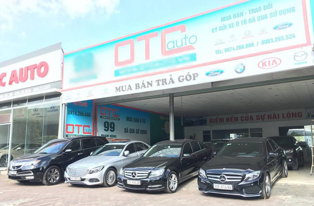 Cửa hàng ô tô cũ vắng khách dịp cuối năm. Ảnh: M.P