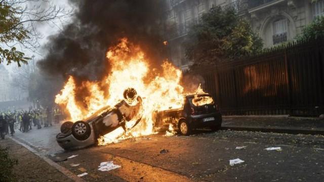 Biểu tình dẫn tới bạo loạn đã gây sốc cho nước Pháp. Ảnh BBC