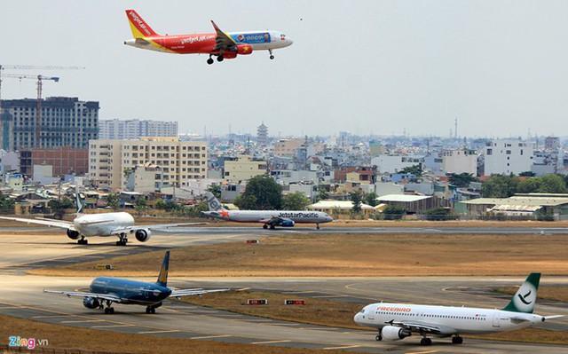 Các chuyến bay từ TP.HCM đi Hà Nội trong dịp Tết vẫn còn khá nhiều vé. Ảnh minh họa: Lê Quân.