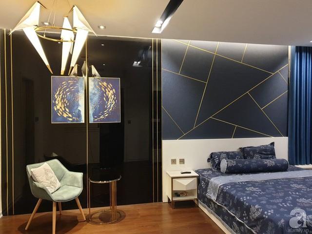 Căn phòng đẹp sắc nét với sự kết hợp đơn giản của các nhóm màu nổi bật.