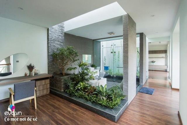 Mọi không gian ở đây đều tràn ngập cây xanh dù ở trong nhà hay ngoài trời.