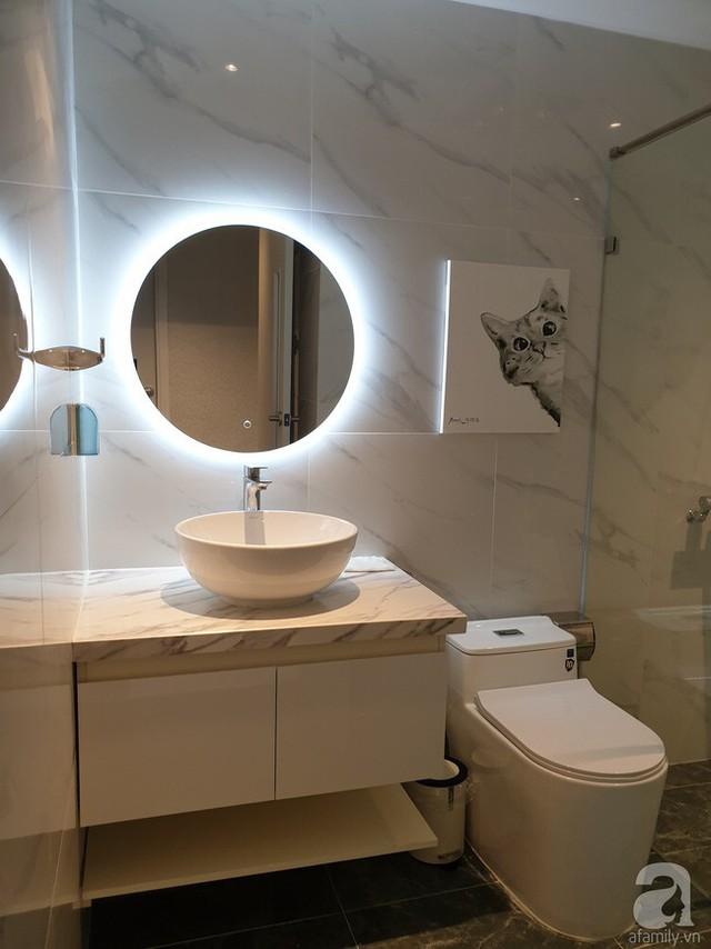 Phòng tắm với đèn Led trang trí ấn tượng.