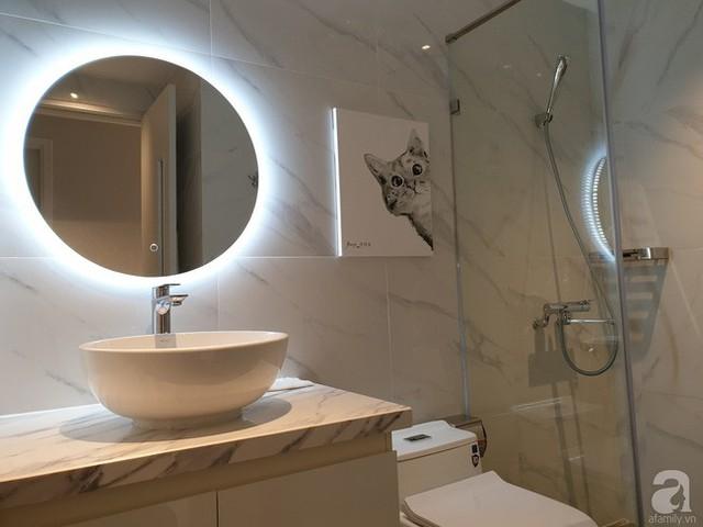 Phòng tắm đứng được thiết kế ngay cạnh để tăng thêm nhu cầu sử dụng cho không gian thư giãn.