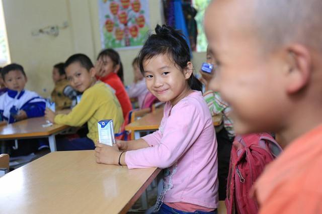 Trẻ em thích thú với Chương trình Sữa học đường
