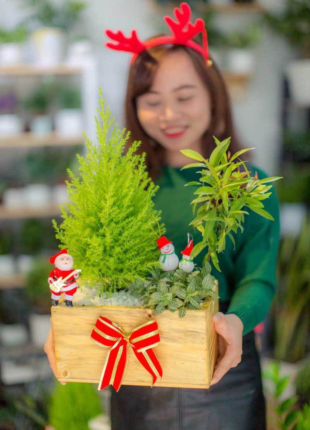 Được khách hàng chuộng mua nên shop hoa có thể thu vài chục triệu mỗi ngày