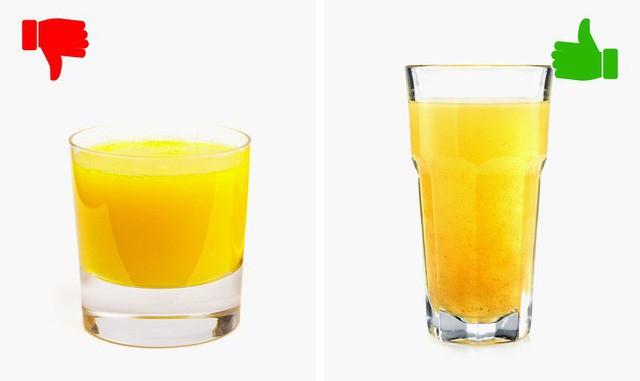 Dưới đây là một thực tế thú vị mà đã được chứng minh bởi các nhà khoa học: nếu bạn uống đồ uống từ một cái ly dài, bạn sẽ uống ít hơn khoảng 25-30%.