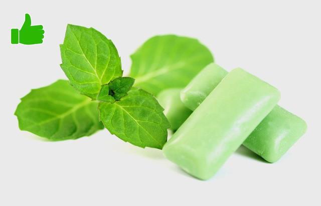Khi bạn chỉ hơi đói, hãy nhai kẹo cao su hương bạc hà không đường. Hương vị bạc hà sẽ đánh lạc hướng vị giác, khiến bạn không nghĩ đến 1 bữa phụ nào nữa.